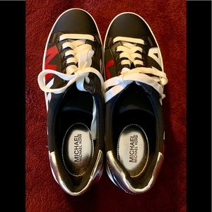 AUTHENTIC MICHAEL KORS SNEAKERS WOMEN SIZE 6M